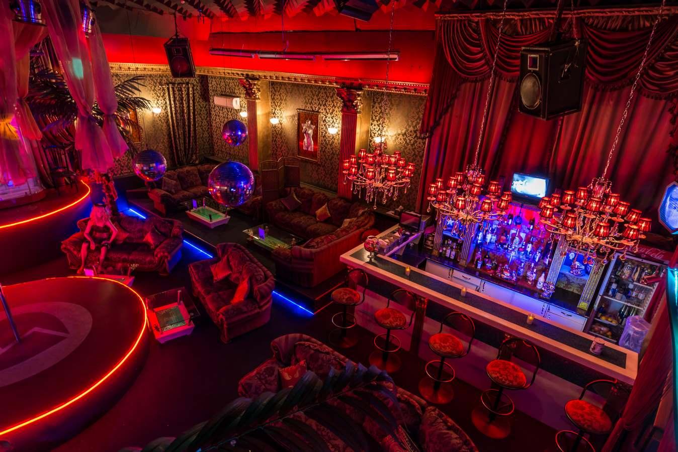 стриптиз бар клуб